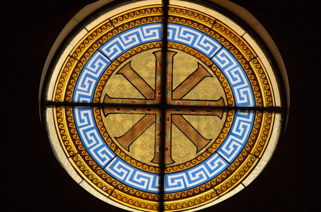 Это образы, которые представляют символы епархии, и плюс ещё крест